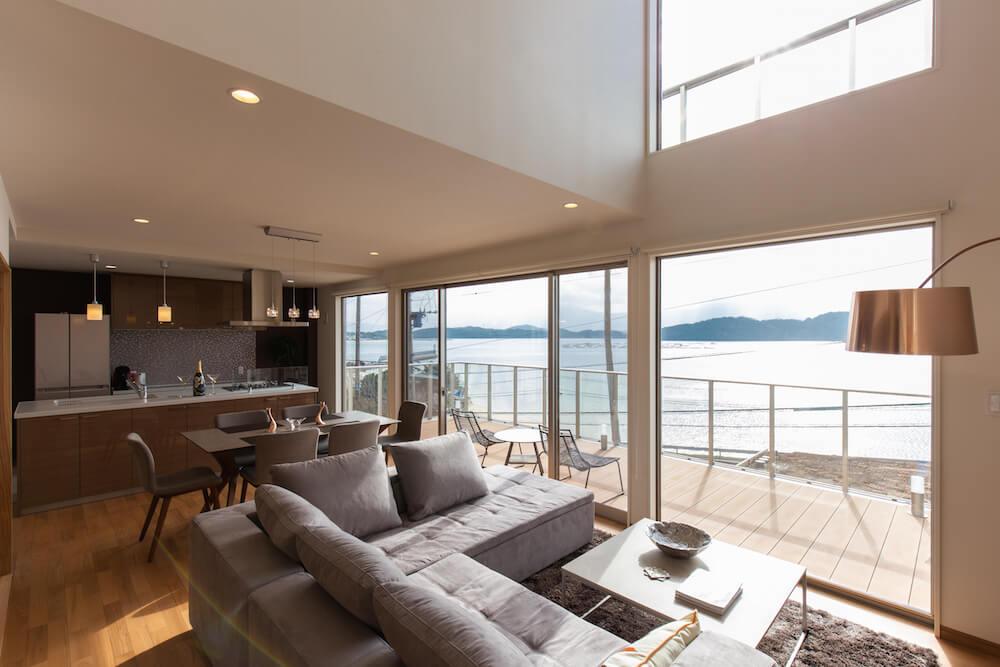 糸島の海が見える家のオーシャンビューリビング