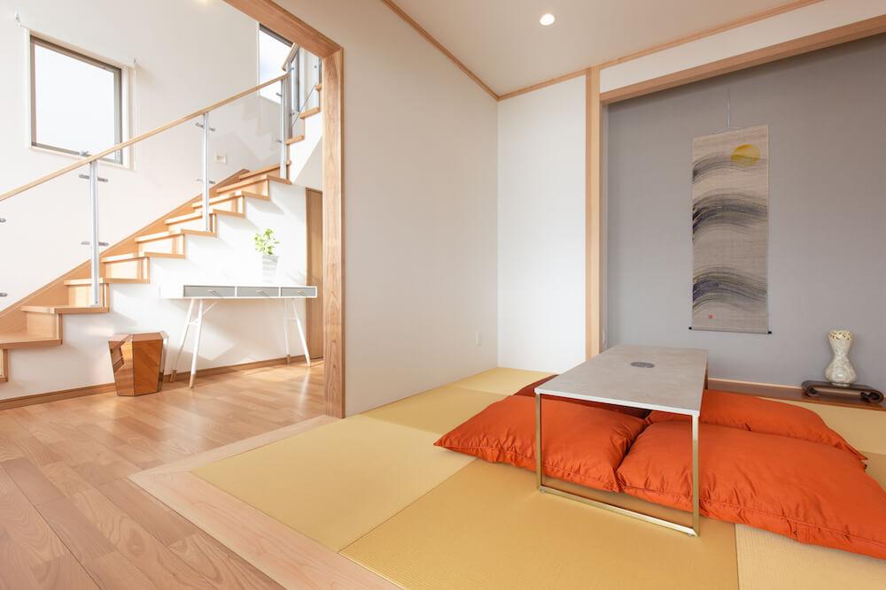 糸島の海が見える家のモダンなデザインの和室