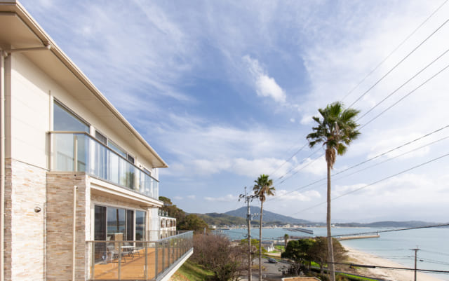 福岡県糸島市の海が見える別荘地にたつ家