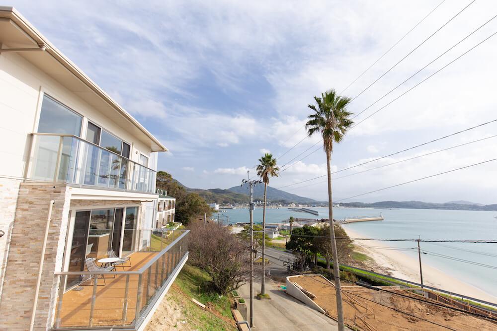 糸島の人気別荘地バルコニーから見渡す海