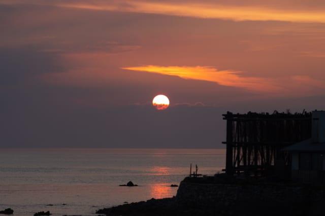 糸島市またいちの塩の美しい夕景